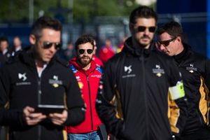 Jérôme d'Ambrosio, Mahindra Racing parcourt la piste à pied avec son équipe