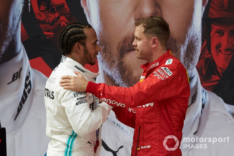 Sebastian Vettel, Ferrari, terzo, fa i complimenti a Lewis Hamilton, Mercedes AMG F1, vincitore, al Parco Chiuso