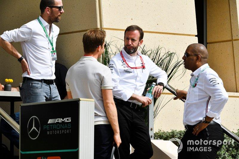 Nico Rosberg conversa com antigos companheiros de Mercedes