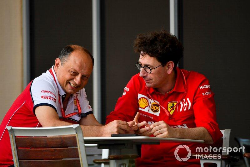 Frederic Vasseur, Team Principal, Alfa Romeo Racing ve Mattia Binotto, Takım Patronu, Ferrari