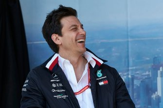 Тото Вольф, руководитель команды Mercedes AMG, на сцене