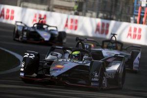 Oliver Rowland, Nissan e.Dams, Nissan IMO1 devant Lucas Di Grassi, Audi Sport ABT Schaeffler, Audi e-tron FE05