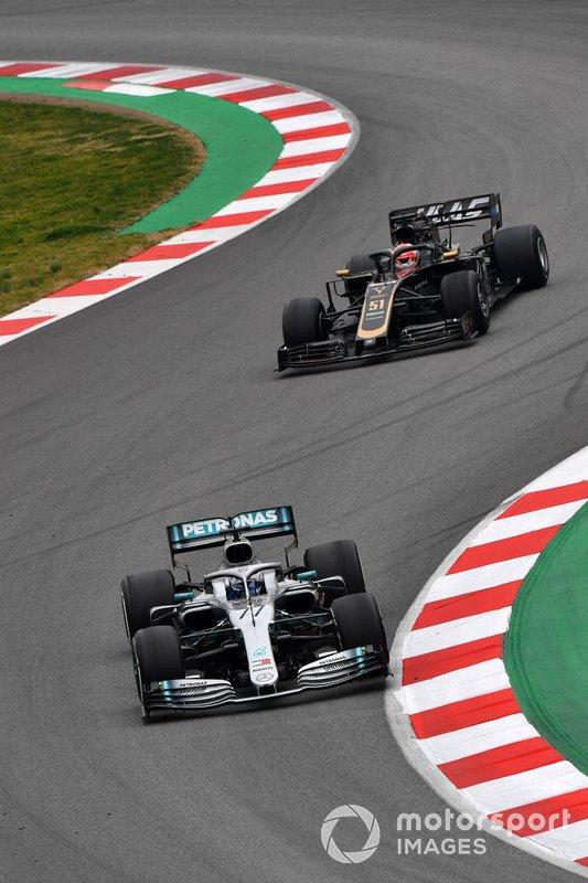 Valtteri Bottas, Mercedes-AMG F1 W10, Pietro Fittipaldi, Haas F1 Team VF-19