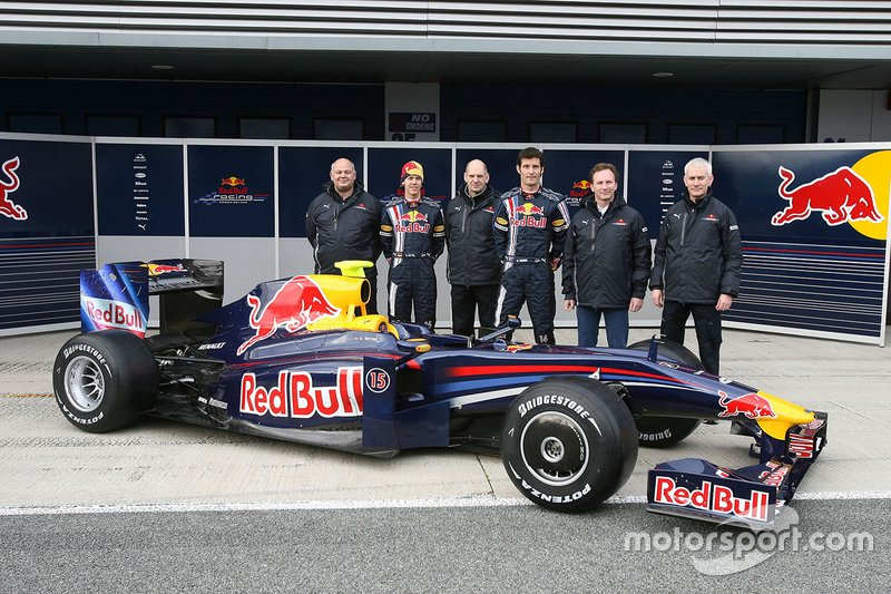 Rob Marshall, chef designer Red Bull Racing, Sebastian Vettel, Red Bull racing, Mark Webber, Red Bull Racing, Adrian Newey, directeur technique Red Bull Racing, Christian Horner, Red Bull Racing et Geoff Williis, Red Bull Racing