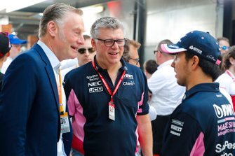 Sean Bratches, directeur des opérations commerciales du Formula One Group, Otmar Szafnauer, team principal, Racing Point, et Sergio Perez, Racing Point