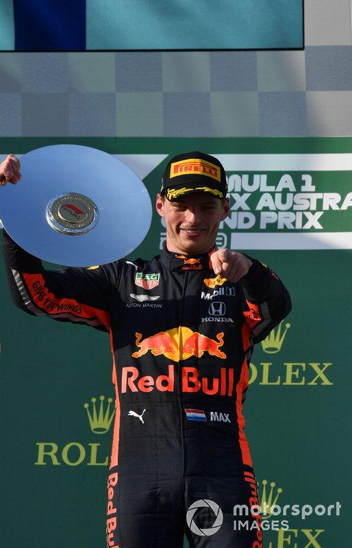 Max Verstappen, Red Bull Racing, terzo, con il trofeo