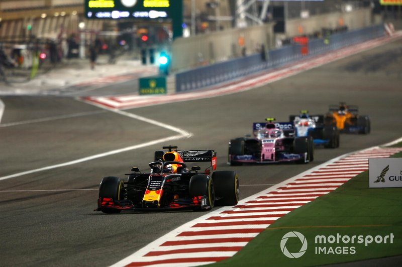 Max Verstappen, Red Bull Racing RB15, precede Lance Stroll, Racing Point RP19, e Robert Kubica, Williams FW42