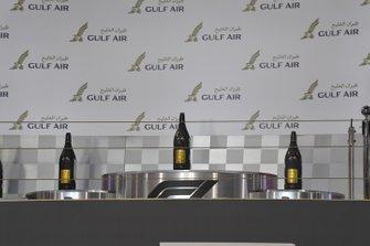 Les bouteilles de champagne sur le podium
