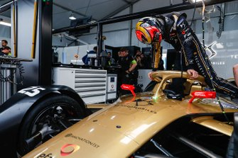 Jean-Eric Vergne climbs into his DS TECHEETAH, DS E-Tense FE19