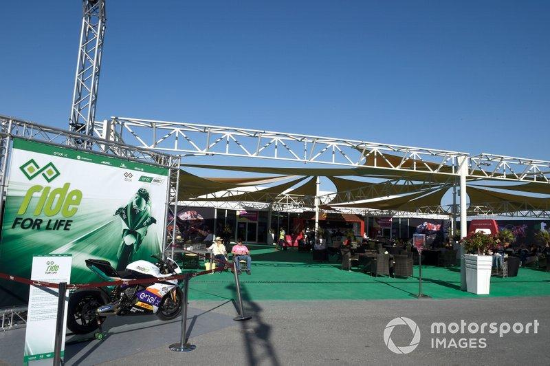 MotoE-Zelt im Fahrerlager