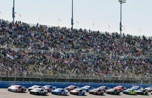Brad Keselowski, Team Penske, Ford Mustang Wurth and Kevin Harvick, Stewart-Haas Racing, Ford Mustang Jimmy John's