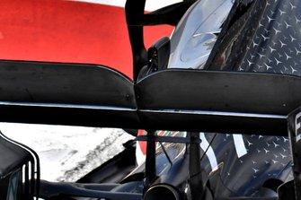 Деталь задней части Mercedes-AMG F1 W10 Валттери Боттаса
