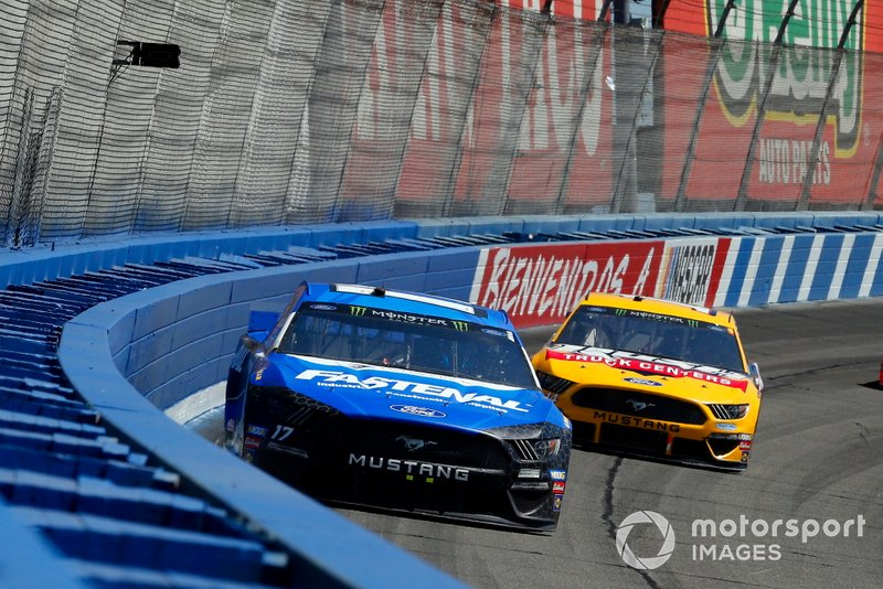 Ricky Stenhouse Jr., Roush Fenway Racing, Ford Mustang Fastenal and Clint Bowyer, Stewart-Haas Racing, Ford Mustang Rush Truck Centers/Haas Automation