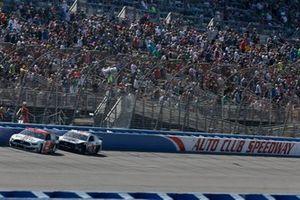 Brad Keselowski, Team Penske, Ford Mustang Wurth Kevin Harvick, Stewart-Haas Racing, Ford Mustang Jimmy John's