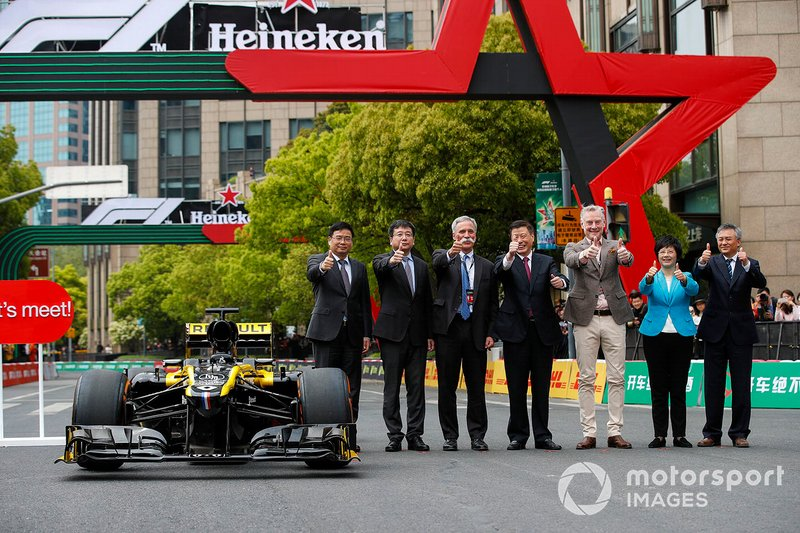 Unveiling car with Chase Carey, Chairman, Formula 1, Sean Bratches, Managing Director of Commercial Operations, Formula One Group and dignitaries