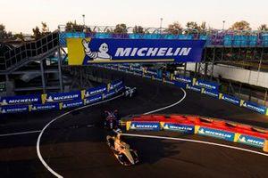 Jean-Eric Vergne, DS TECHEETAH, DS E-Tense FE19 leads Robin Frijns, Envision Virgin Racing, Audi e-tron FE05 and Felipe Massa, Venturi Formula E, Venturi VFE05