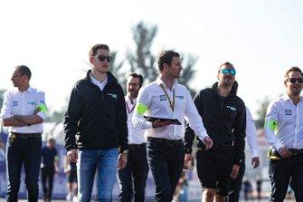 Stoffel Vandoorne, HWA Racelab and Gary Paffett, HWA Racelab, on a track walk with their team
