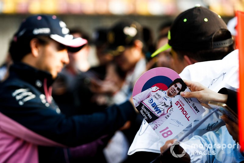 Fan with Autograph card waiting for Sergio Perez, Racing Point