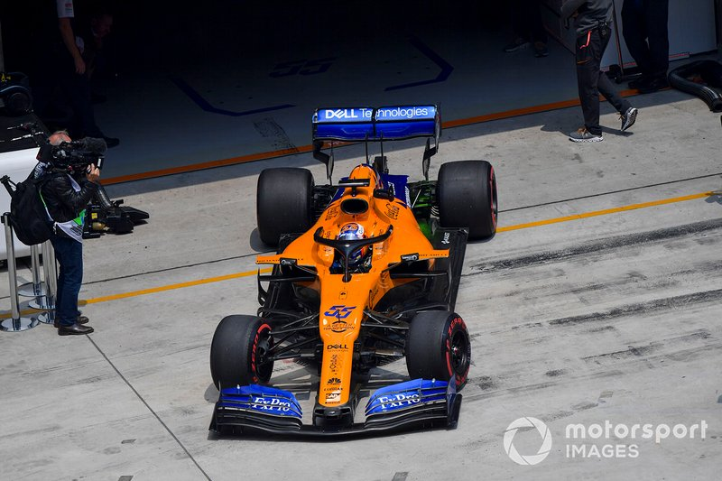 Carlos Sainz Jr., McLaren MCL34, leaves the garage