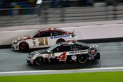 Kevin Harvick, Stewart-Haas Racing Chevrolet and Ryan Blaney, Wood Brothers Racing Ford