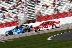 Kasey Kahne, Hendrick Motorsports Chevrolet; Kyle Larson, Chip Ganassi Racing Chevrolet