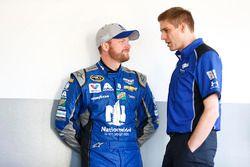 Dale Earnhardt Jr., Hendrick Motorsports Chevrolet, et Greg Ives