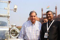 Ratan Tata ile Madan Mohan, 21 Gun Salute Rally Founder