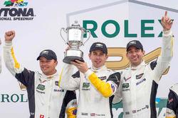 Подиум GTLM: победители - Оливер Гэвин, Томми Милнер и Марсель Фесслер, #4 Corvette Racing Chevrolet