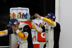 Марсель Фесслер, #4 Corvette Racing Chevrolet Corvette C7.R и Майк Роккенфеллер, #3 Corvette Racing