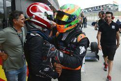 Le vainqueur Pedro Piquet et le troisième Jehan Daruvala