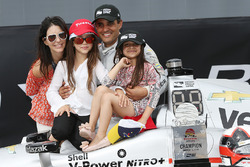 Sieger Juan Pablo Montoya, Team Penske Chevrolet mit Frau Connie und den Kindern