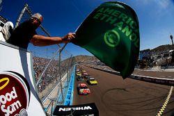 Start action, Kyle Busch, Joe Gibbs Racing Toyota leads