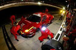 Pit stopp #62 Risi Competizione Ferrari F458: Davide Rigon, Olivier Beretta, Giancarlo Fisichella, T
