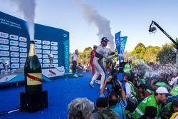 Podio: il vncitore Sam Bird, DS Virgin Racing Formula E Team; secondo Sébastien Buemi, Renault e.Dam