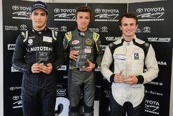 Course 1, le podium : le vainqueur Lando Norris, le deuxième Pedro Piquet, et le troisième James Munro