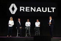 Jérôme Stoll, Président de Renault Sport Racing avec Cyril Abiteboul, Directeur Général de Renault Sport Racing; Frédéric Vasseur, Directeur de la Compétition de Renault Sport F1 Team et Carlos Ghosn, Président de Renault