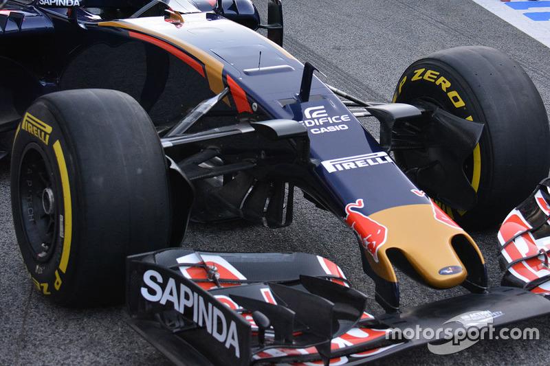 Detalle frontal de la Scuderia Toro Rosso STR11