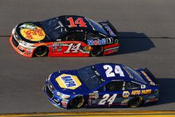 Chase Elliott, Hendrick Motorsports Chevrolet, et Brian Vickers, Stewart-Haas Racing Chevrolet