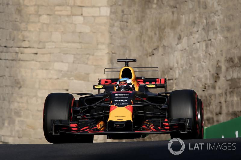 No Azerbaijão, mais uma vez Ricciardo prevaleceu em uma prova caótica. Após diversos problemas com praticamente todos os seus concorrentes, ele venceu pela primeira vez no ano.