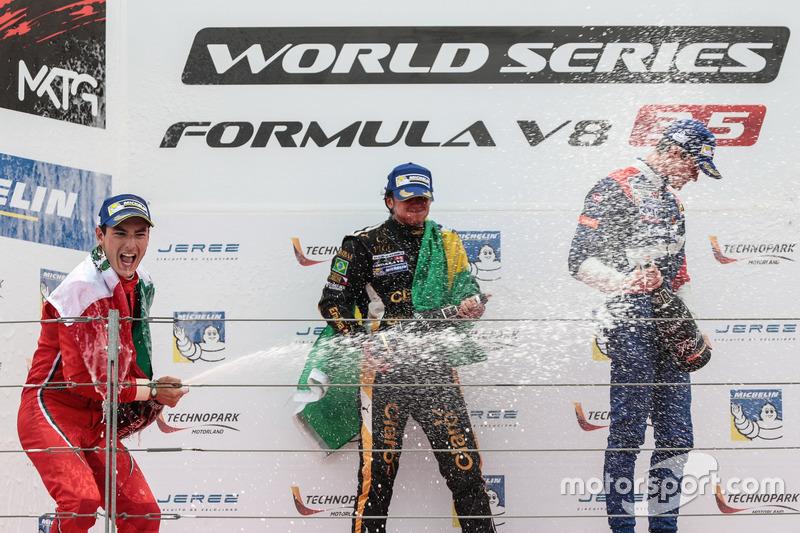 Podium : le vainqueur Pietro Fittipaldi, Lotus, le deuxième Alfonso Celis Jr., Fortec Motorsport, le troisième Egor Orudzhev, SMP Racing by AVF