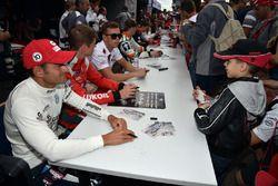 Sesión de autógrafos, Gianni Morbidelli, West Coast Racing, Volkswagen Golf GTi TCR