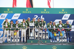 Podium general: ganadores, Timo Bernhard, Earl Bamber, Brendon Hartley, Porsche Team, segundo, Ho-Pin Tung, Oliver Jarvis, Thomas Laurent, DC Racing, tercero, Mathias Beche, David Heinemeier Hansson, Nelson Piquet Jr., Vaillante Rebellion Racing