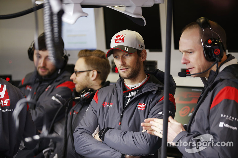 Romain Grosjean, Haas F1 Team with team colleagues