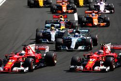 Sebastian Vettel, Ferrari SF70H, Kimi Raikkonen, Ferrari SF70H, Valtteri Bottas, Mercedes AMG F1 W08, Lewis Hamilton, Mercedes AMG F1 W08, Daniel Ricciardo, Red Bull Racing RB13, Fernando Alonso, McLaren MCL32, at the start