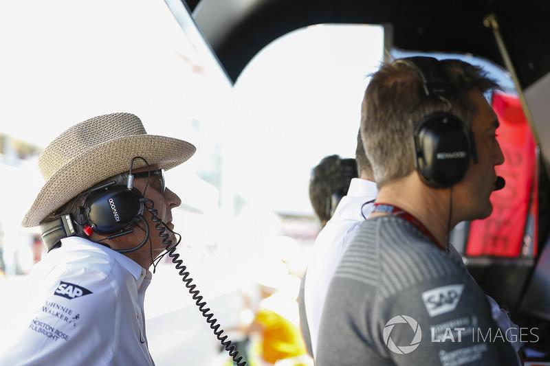 Мансур Ойех, генеральний директор TAG на піт-волі McLaren