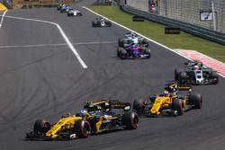 Jolyon Palmer, Renault Sport F1 Team RS17, Nico Hulkenberg, Renault Sport F1 Team RS17