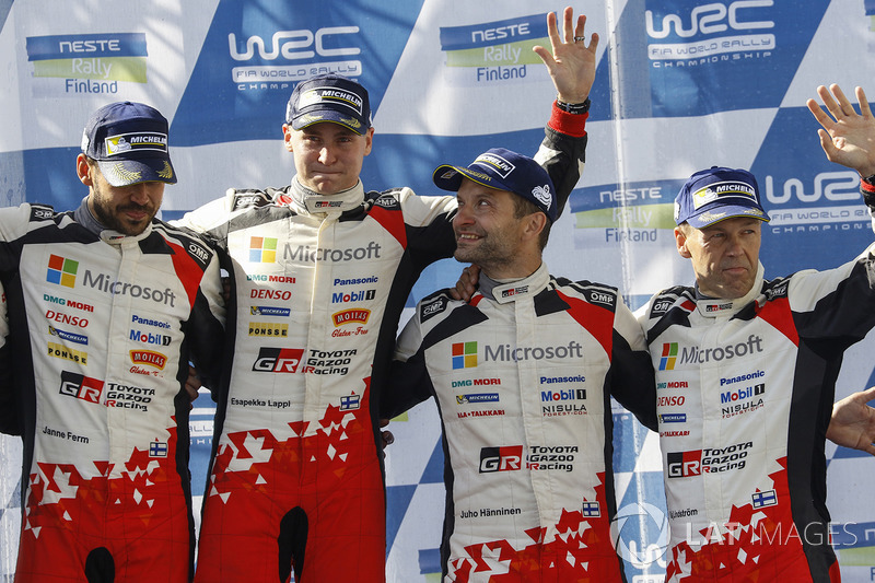 Podio: i vincitori Esapekka Lappi, Janne Ferm, Toyota Racing, al terzo posto Juho Hänninen, Kaj Lind