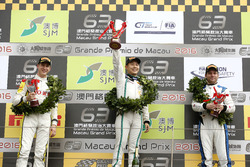 Podium GT-Cup: Race winner Adderly Fong, Bentley Team Absolute, Bentley Continental GT3; second plac