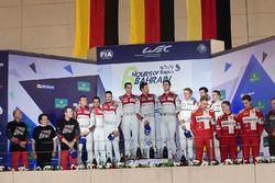 LMP1 Podium: tweede plaats #7 Audi Sport Team Joest Audi R18: Marcel Fässler, Andre Lotterer, Benoit