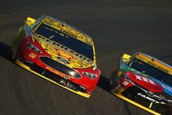 Joey Logano, Team Penske Ford, Kyle Busch, Joe Gibbs Racing Toyota
